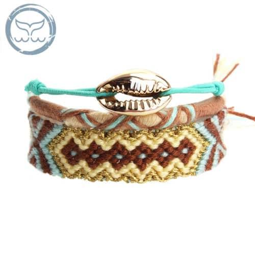 bracelet surfeuse tressé avec coquillage